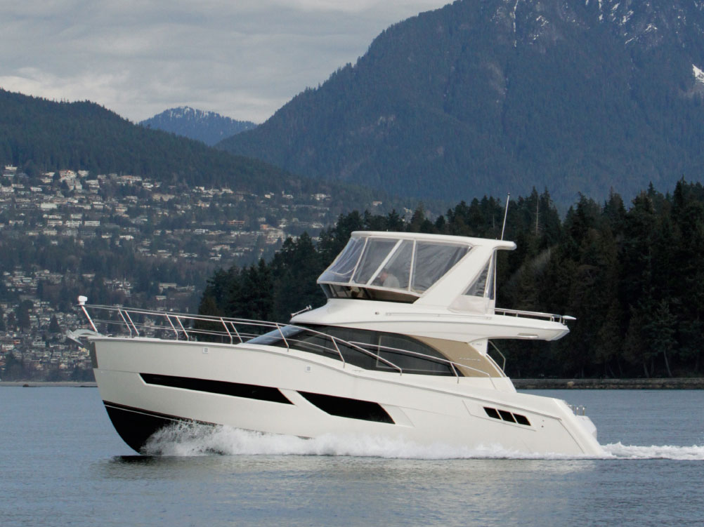 Carver C40 Command Bridge - Pacific Yachting